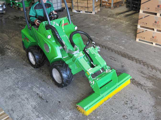 Avant® front loaders - push broom UK Avant sales