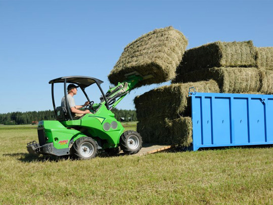 Avant® front loaders - square bale fork UK Avant sales