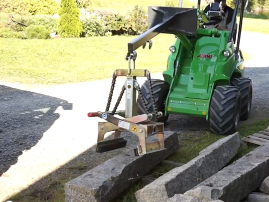 Avant® front loaders - stone grab UK Avant sales